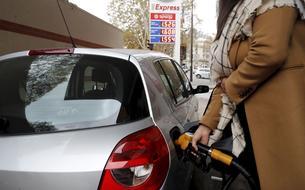 Carburants: la hausse des prix inquiète les autorités