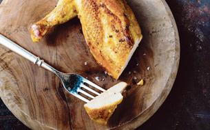 Les recettes d'Akrame Benallal: oeuf mollet, petits pois et lard, suprême de poulet jaune fermier et pommes dauphines, yaourt vanille et crème de marrons