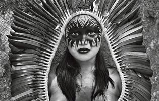 «Indienne Yaminawa, État d'Acre, Brésil, 2016», de Sebastiao Salgado, à la Philharmonie de Paris (19e).