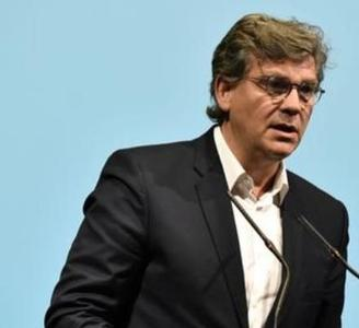 Arnaud Montebourg veut enrayer la baisse de production du miel en France.