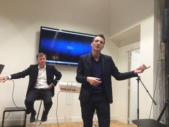 Marc Laufer (à gauche), Pdg de L'Etudiant, et Aldrick Allal, Pdg des Cours Diderot, lors de la présentation de l'école à la presse, le 30 mars 2017 à Paris, rue Hautefeuille.