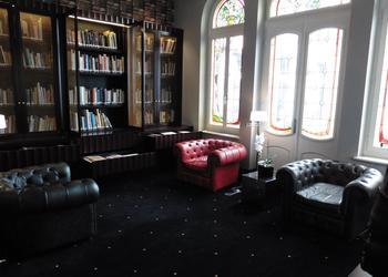 Un salon où les étudiants ont accès à des livres et album de recettes. ©DKöhler