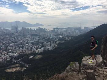 Hadrien souhaite retourner à Hong Kong pour travailler dans la finance.