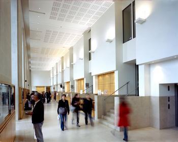 L'École du Louvre accueille 1600 élèves (ici, le hall de l'école, dans une aile du palais du Louvre).