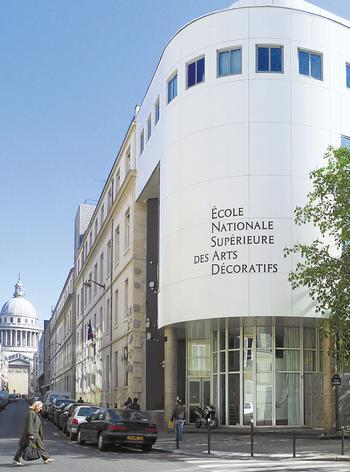 Située à deux pas du Panthéon, l'école accueille 75 % de Parisiens.