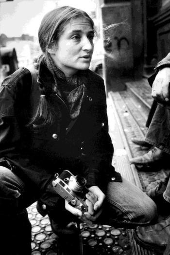 Susan Meiselas à New York en 1978, sous l'objectif de Jean Gaumy.