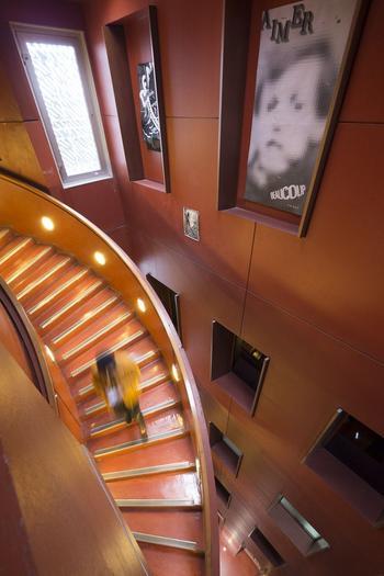 À chaque rentrée, 75 bacheliers sont admis en première année (ici l'intérieur restructuré par Philippe Starck en 2004).
