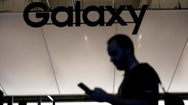 Samsung présente un smartphone avec une triple caméra rotative