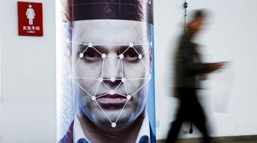 Un Anglais écope d'une amende car il se cache d'une caméra de reconnaissance faciale