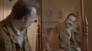 Jean Dujardin plonge dans un Daim de jouvence