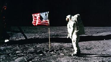 «On n'a pas marché sur la Lune » : 10 arguments face aux complotistes
