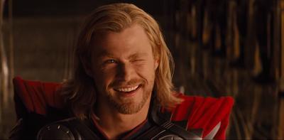 Thor dans la salle du Trône d'Asgard