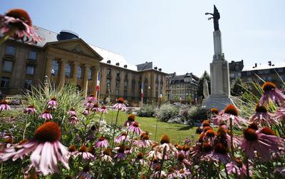 Déjà labellisée 4 fleurs, la commune de Sarreguemines (Moselle) a reçu une «fleur d'or», distinction qui confirme l'excellence de la lauréate en matière de fleurissement.