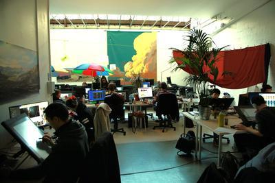 Les animateurs des studios travaillent dans une ambiance détendue.