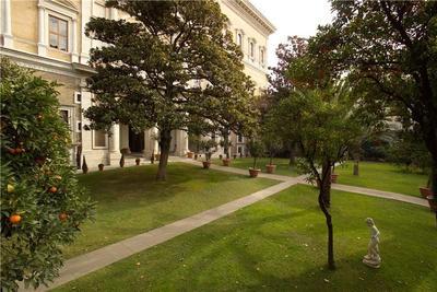 Le jardin du palais Farnèse, ambassade de France à Rome.