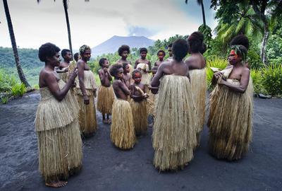 Sur l'île de Tanna, danse traditionnelle dans le village de d'Emayol.