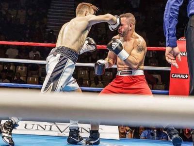 Sur ses onze combats en pro, Dylan comptabilise onze victoires. Dont deux par KO. ©Dylan Charrat / Facebook