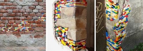 Ils réparent des murs du monde entier avec des briques Lego