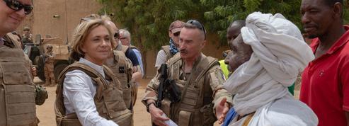 Mali: Valérie Pécresse avec les soldats français de l'opération Barkhane