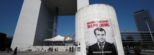 Climat: des militants écologistes évacués du siège d'EDF à La Défense