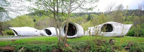 Les maisons-bulles d'Häusermann vendues 120.000 euros dans les Vosges