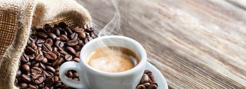 Pourquoi le café nous tient-il éveillé?