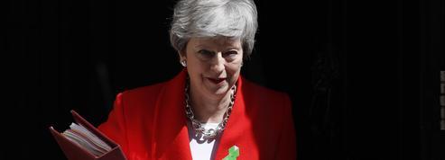 En sursis, Theresa May annoncera son départ avant l'été