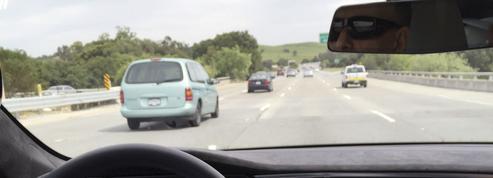 Aux Pays-Bas, un conducteur ivre s'endort dans sa Tesla en pilotage automatique
