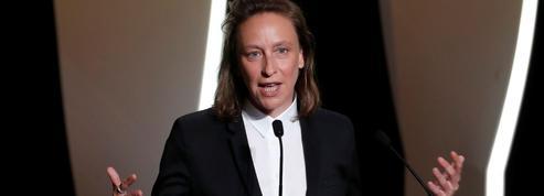 Céline Sciamma reçoit le prix du scénario pour Portrait de la jeune fille en feu à Cannes