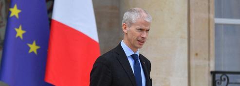La droite Macron-compatible lance un appel aux élus LR en vue des municipales