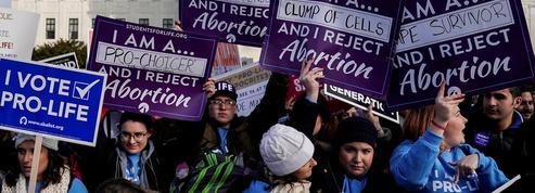 Comment des États américains veulent revenir sur le droit à l'avortement