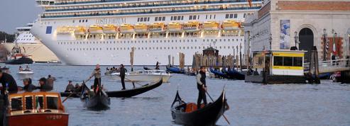 Tourisme de masse: une majorité de Français prêts à renoncer à certaines destinations