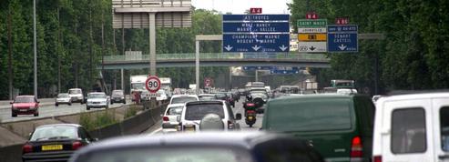 La voiture, chassée de Paris, indispensable en banlieue