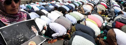 À Istanbul, des milliers de personnes prient à la mémoire de Morsi