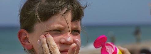 Les crèmes solaires bio pour enfants protègent moins bien, selon l'UFC-Que Choisir