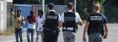 Un vaste réseau de passeurs qui «stockait» des migrants démantelé