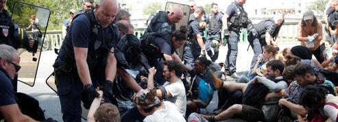 Polémique après l'évacuation violente de militants écologistes à Paris