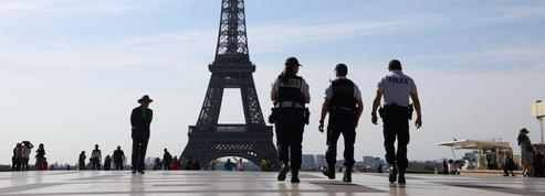 Tourisme: 4000 policiers et gendarmes mobilisés cet été, vigilance accrue à Paris
