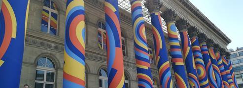 Le Palais Brongniart transformé en monument hypnotique par des étudiants en art