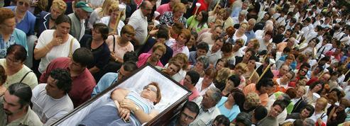 Procession à cercueils ouverts: une pratique des Galiciens pour remercier sainte Marthe