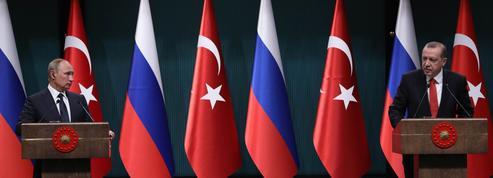 Le bras de fer entre la Russie et la Turquie aux pourparlers de paix sur la Syrie