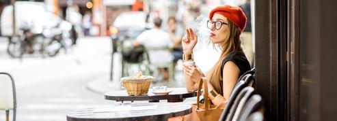 Les fumeurs seront-ils bientôt bannisdes terrasses des cafés?