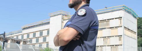 Julien, le surveillant pénitentiaire empêcheur d'évasion