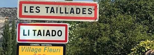 Vaucluse: le retrait des panneaux en provençal suscite la polémique
