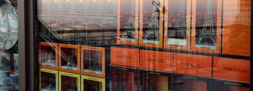 La tour Eiffel renouvelle ses boutiques pour doper ses revenus