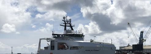 À Brest, sur le pont du Pierre de Fermat ,navire câblier