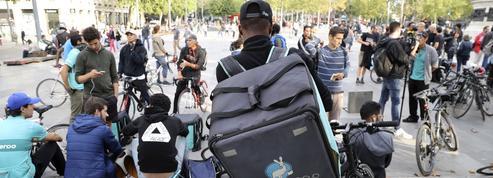 Clandestins livreurs à vélo: comment faire face à la dérive?