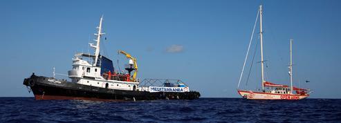 Que sait-on des bateaux qui aident les migrants en Méditerranée?