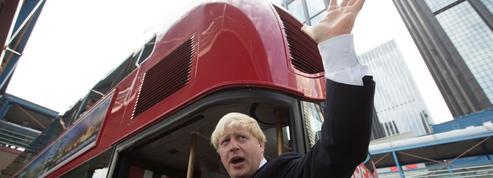 Les célèbres bus rouges londoniens à deux étages en route vers la faillite