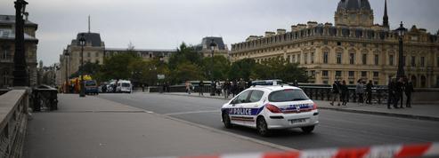 Préfecture de police de Paris: une manifestation de soutien au terroriste provoque l'indignation